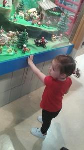 Στο Playmobile FunPark. Δεν ήθελα να φύγω με τίποτα. Χρειάστηκε να με πάρει σηκωτή η Έλενα.